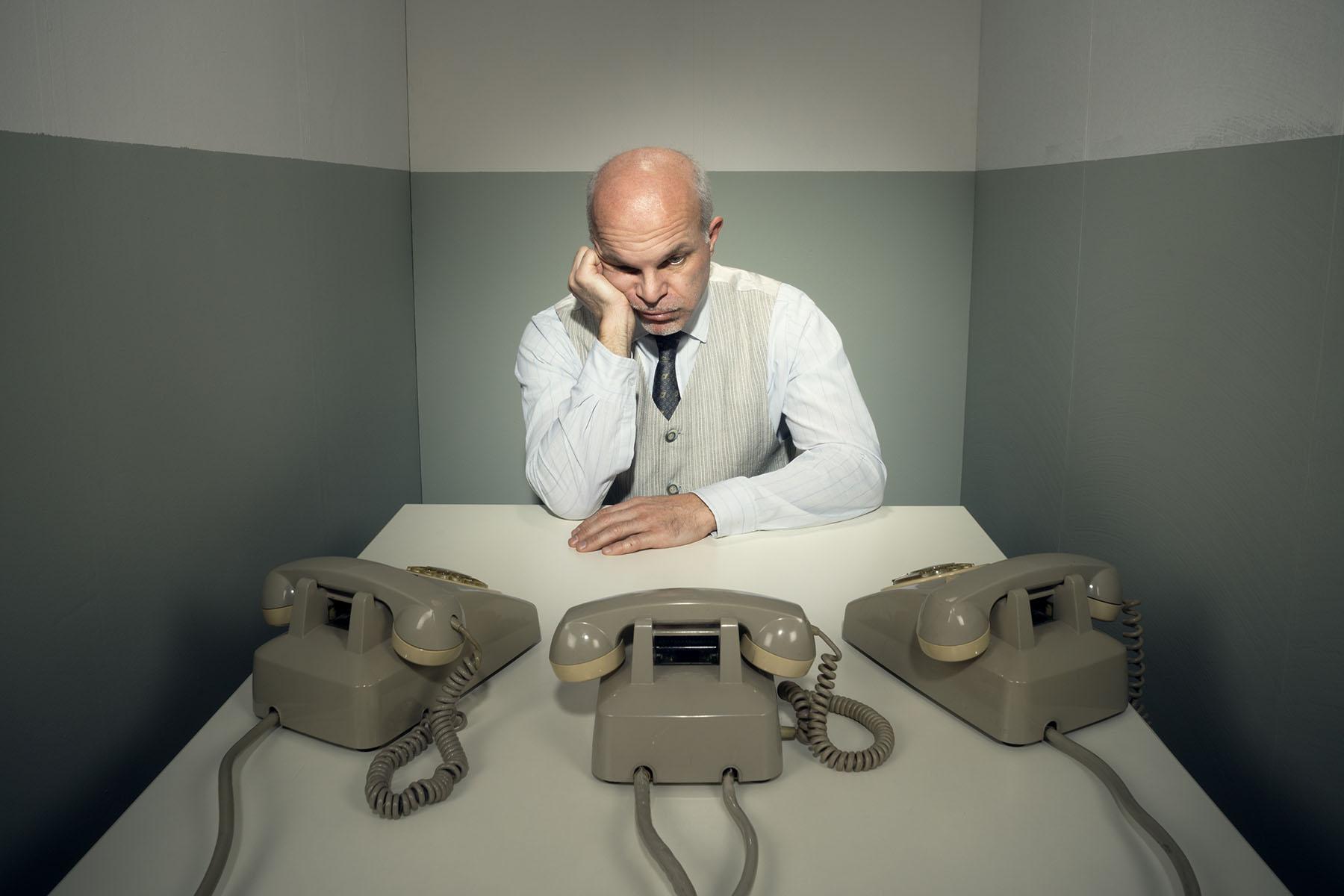 ребята картинка мужчина ждет телефонный звонок суть одна